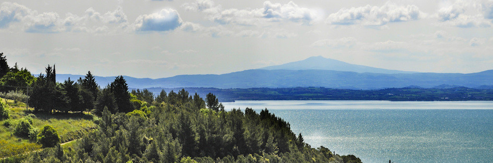 THE ISLANDS OF THE LAKE TRASIMENO.banner.jpg